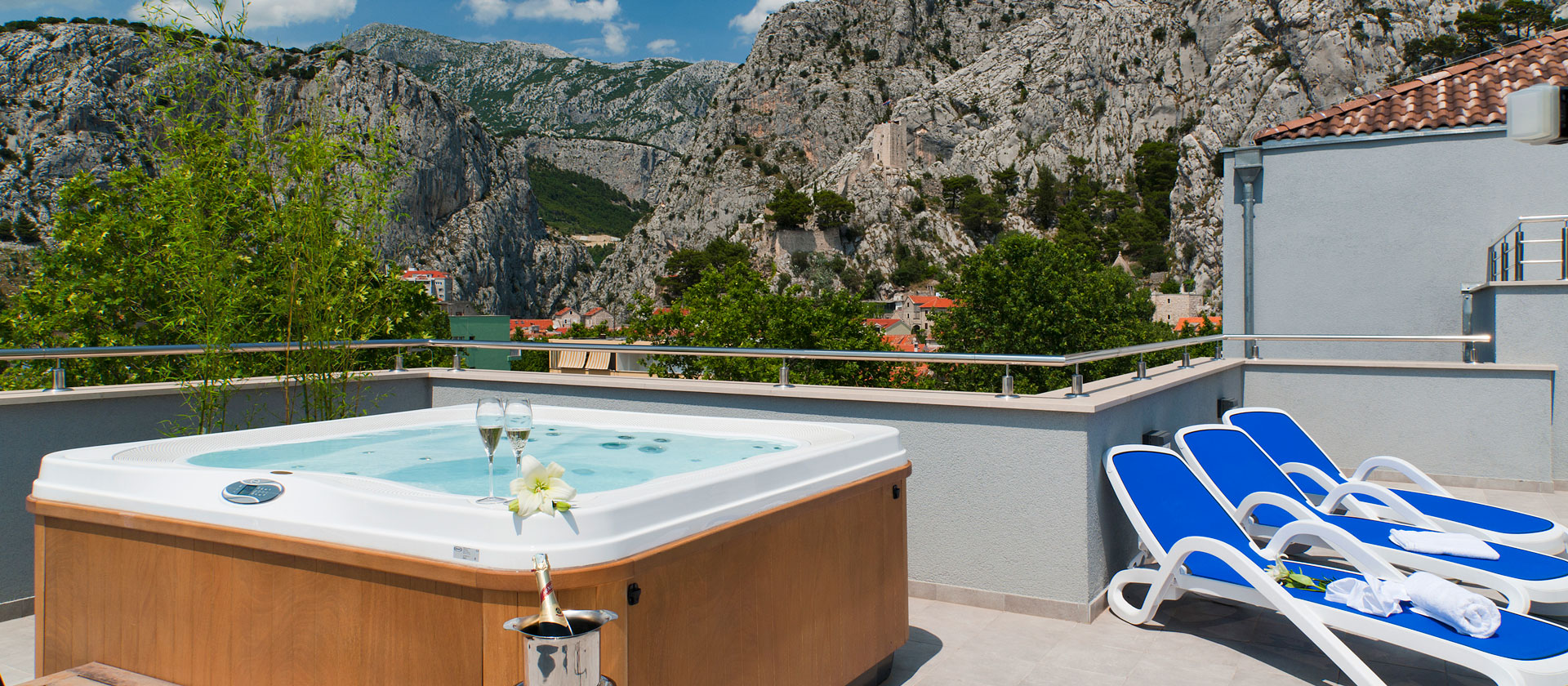 RooftopJacuzzi_Omis