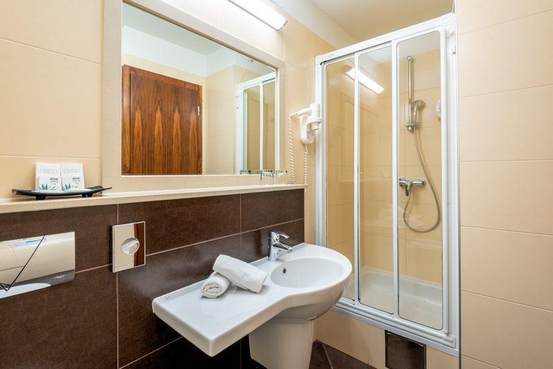 SuiteB_Bathroom9